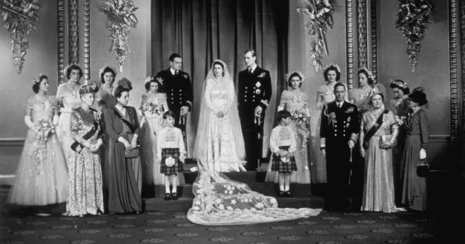 1947 - Rainha Elizabeth II, no dia do casamento com o príncipe Philip. Elizabeth II é a atual monarca e chefe de Estado da Grã-Bretanha