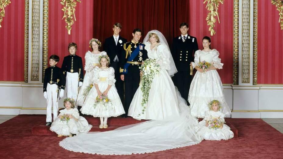 Charles e Diana tiram foto no Palácio Buckingham em Londres, 29 de julho de 1981
