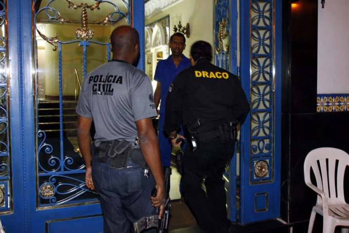 prisao-policiais-rio-janeiro-20110727-01-original.jpeg