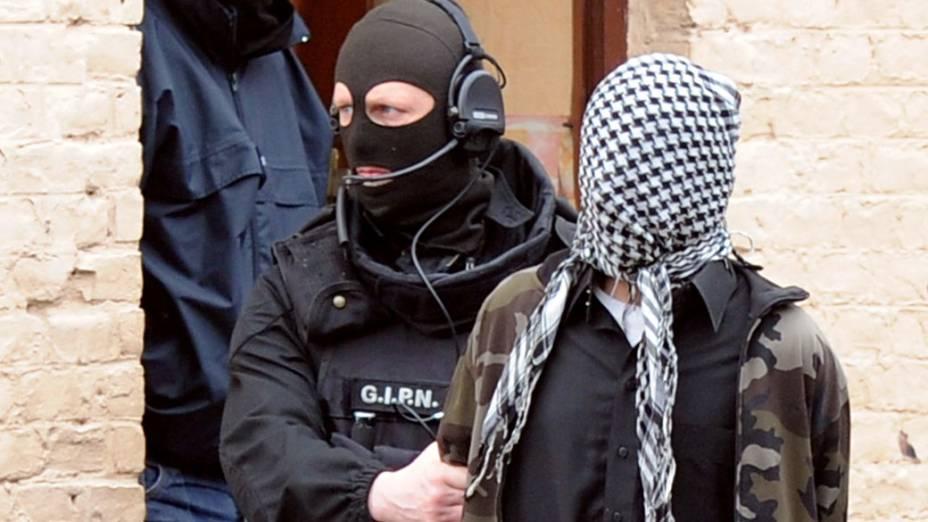 Na França, policiais prendem suspeitos de integrar grupo de radicais islâmicos