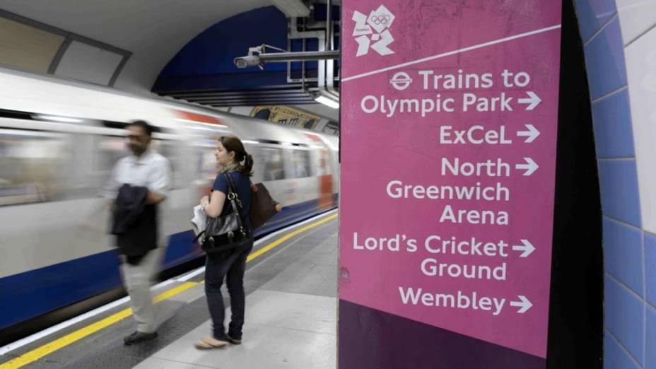 <br><br>  Sinalização para locais de competição olímpica em estação do metrô de Londres; atrasos nas principais linhas marcaram os últimos dias