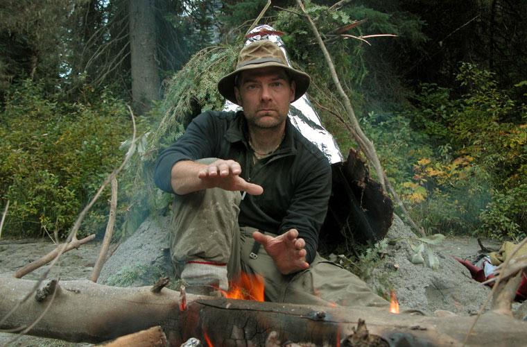 Em Survivorman, o músico canadense Les Stroud tem de se virar com quase nenhum recurso em lugares inóspitos.