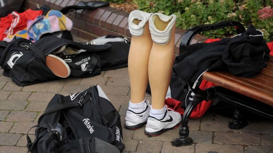 """Prótese do corredor sul-africano Oscar Pistorius durante coletiva de imprensa do """"Dia Paraolímpico"""" em Londres<br> <br>  <br>  <br>"""