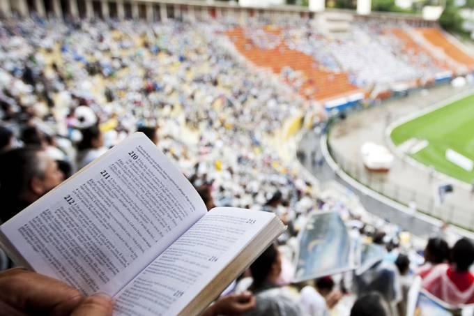 protestantes-pentecostais-cultos-multidoes-20111115-05-original.jpeg