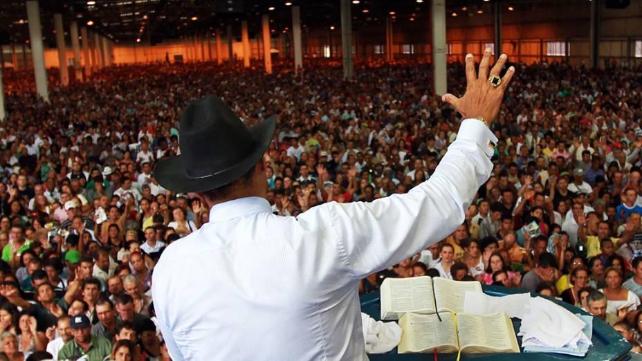 O líder da Igreja Mundial do Poder de Deus, Valdemiro Santiago inaugura templo, a Cidade Mundial, com capacidade para receber 150 mil fieis