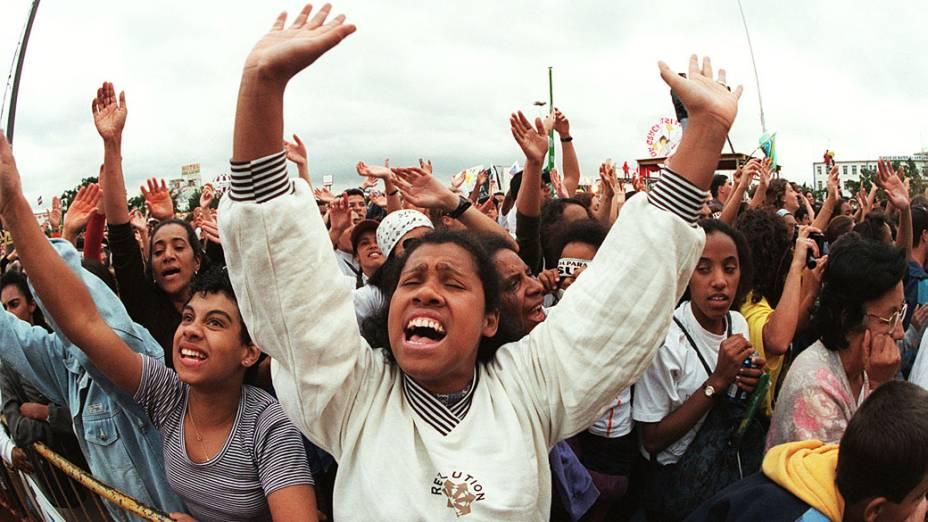 """""""Marcha para Jesus"""" de 1998 promovida pela igreja Renascer, criada pelo casal Estevam e Sônia Hernandes reúne multidão em São Paulo"""