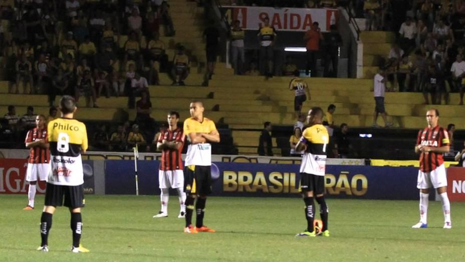 Protesto dos jogadores por mudanças no futebol brasileiro: Criciúma x Atlético-PR
