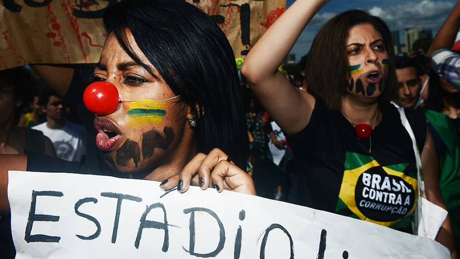 Protesto antes da abertura da Copa das Confederações, em Brasília