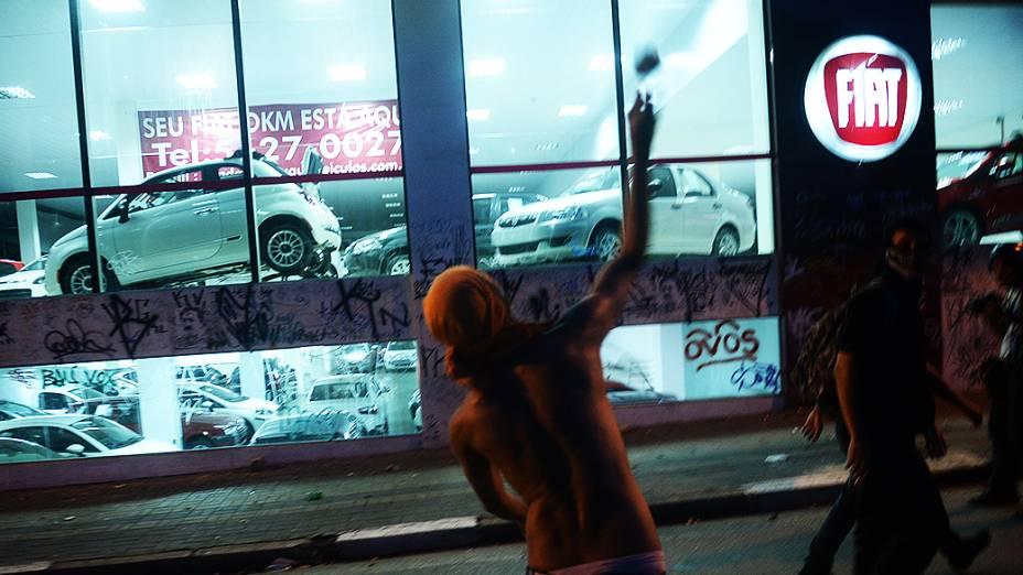 Concessionárias da rua Augusta são apedrejadas durante protestos