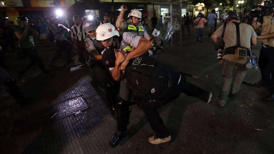 Em São Paulo, manifestação contra a Copa do Mundo