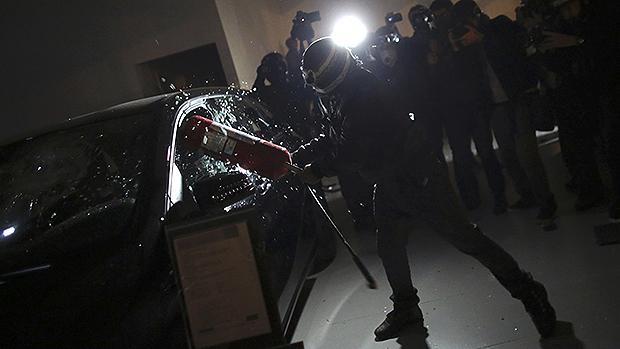 Concessionária de carros é invadida durante protesto
