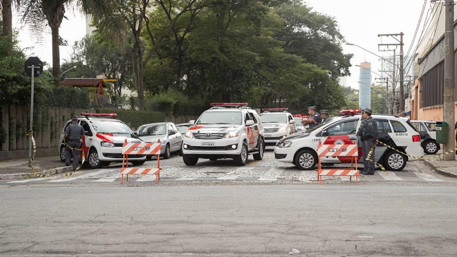 Policiamento reforçado no acesso ao metrô Carrão