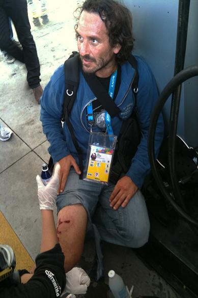 Fotógrafo argentino Rodrigo ABD, da agência AP, foi ferido por estilhaços de bomba na rua Platina