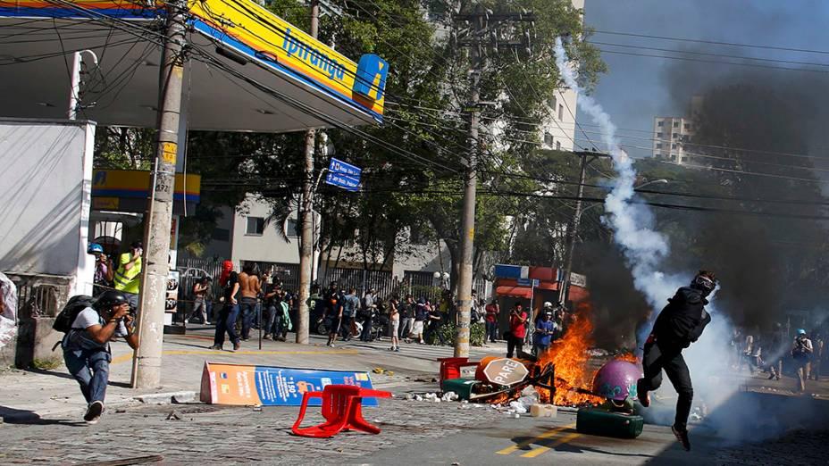 Destruição no bairro do Carrão durante ato contra a Copa do Mundo em São Paulo