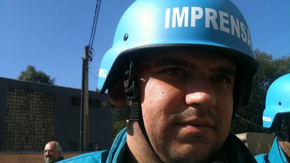 Douglas Barbieri, assistente de câmera do SBT, ferido por estilhaço de bomba