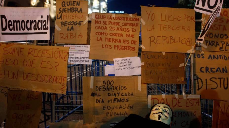 Cartazes em frente ao partamento espanhol