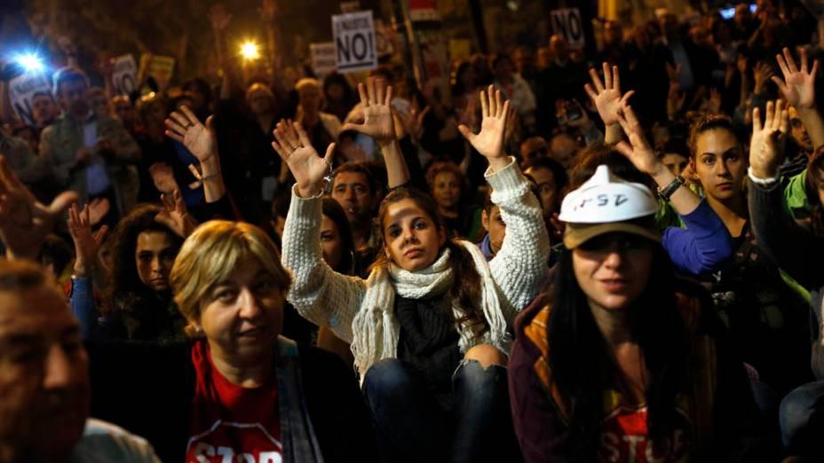 Protestos diante do Parlamento da Espanha, em Madri