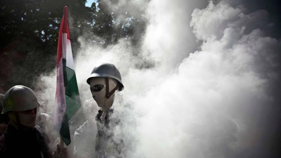 Em Budapeste, manifestação contra o governo húngaro em frente ao prédio do parlamento, na praça Kossuth