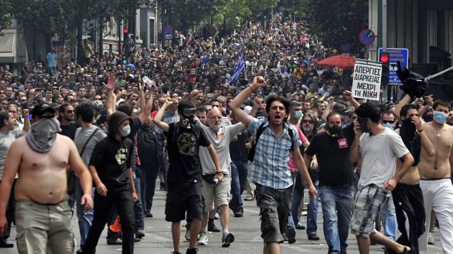 Manifestantes durante protesto no centro de Atenas, Grécia, na quarta-feira, 15 de junho