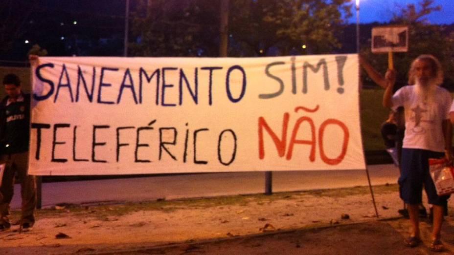 Protesto na Barra: moradores aproveitaram para protestar contra a instalação de teleférico no local