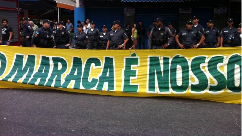Protesto na Tijuca: em caminhada pacífica neste domingo (30/6), manifestantes pedem fim da privatização do Maracanã