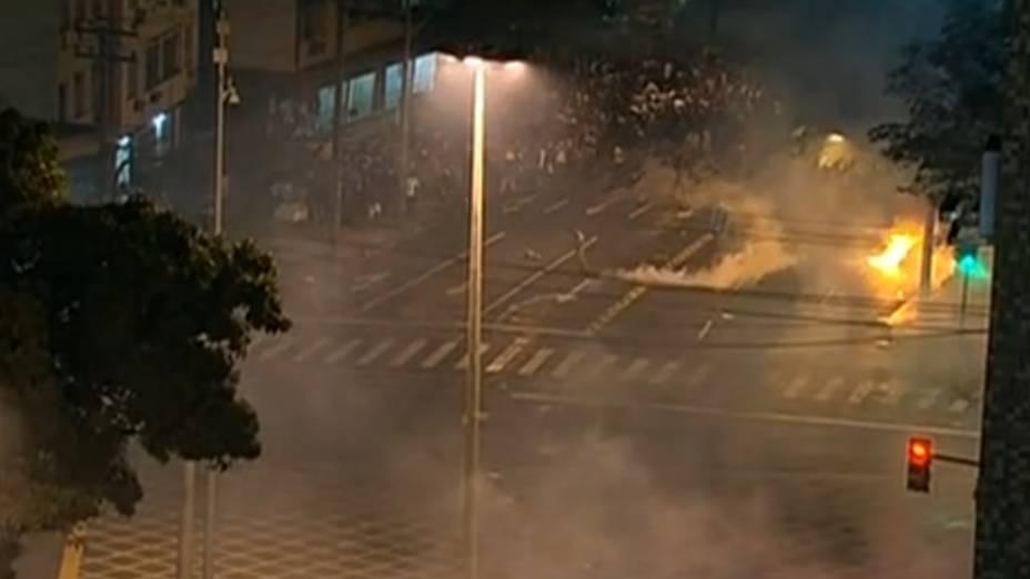 Protesto na Tijuca: policiais dispersam manifestantes com bombas de gás lacrimogêneo neste domingo (30/6)