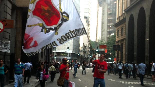 Protesto no Rio: bombeiros se unem aos manifestantes