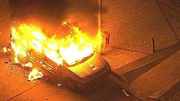 Protesto no Rio: carro da equipe do SBT é incendiado por vândalos