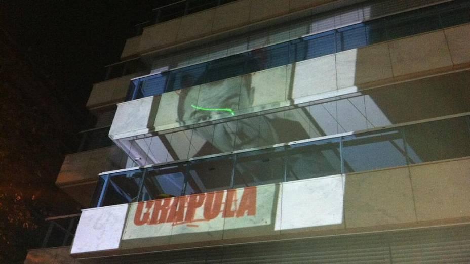 Protesto no Rio: imagens anti-Cabral são projetadas em prédio vizinho nesta quarta (17/7)