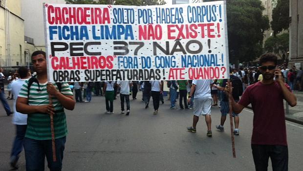 Protesto no Rio: manifestantes lembram Cachoeira e Renan Calheiros