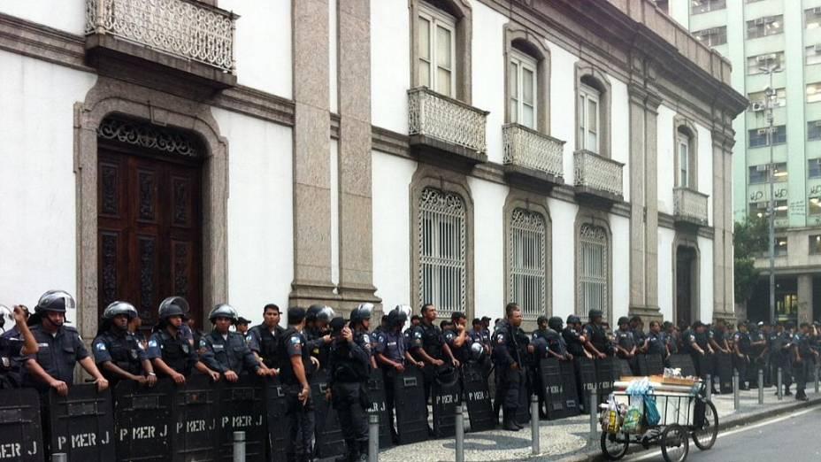 Protesto no Rio: PM reforça segurança na Candelária para protesto nesta quinta (27/6)