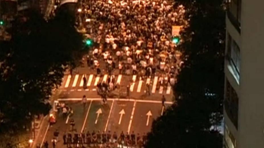 Protesto no Rio: policiais acompanham passeata nesta segunda (24/6), no Centro