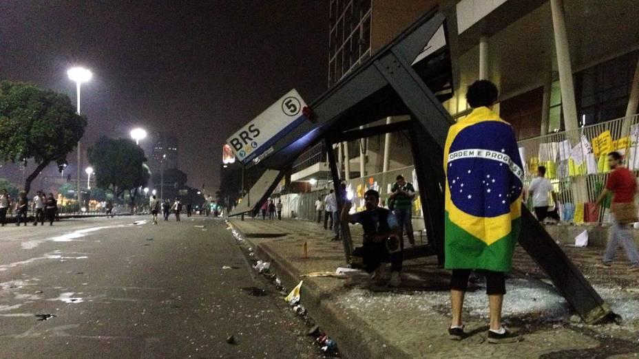 Protesto no Rio: pontos de ônibus foram depredados no Centro