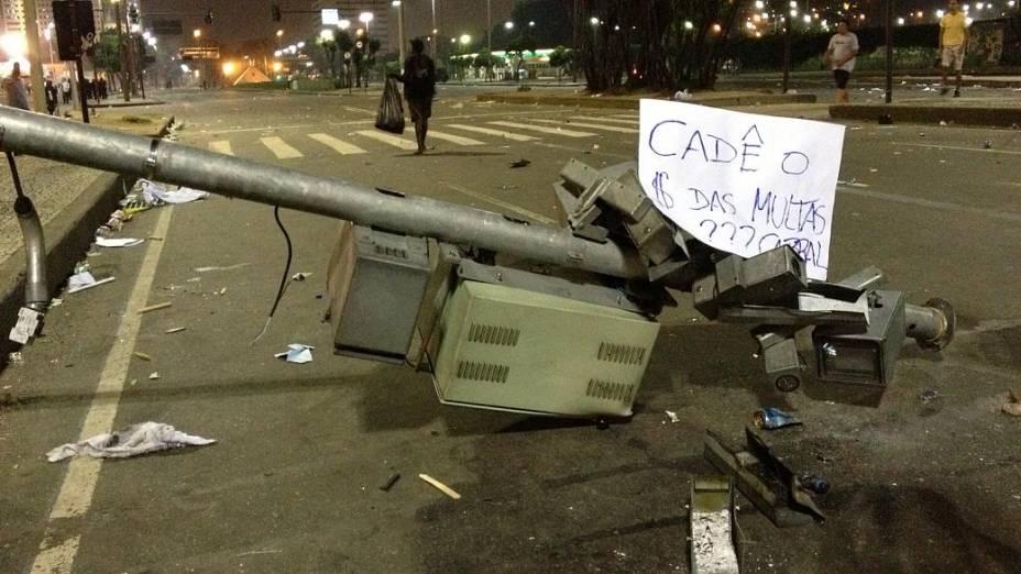 Protesto no Rio: sinais e radares foram destruídos no Centro