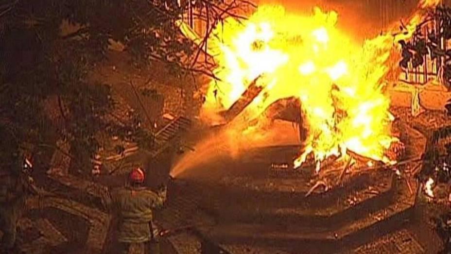 Protesto no Rio: vândalos incendiaram cabine da Polícia Militar