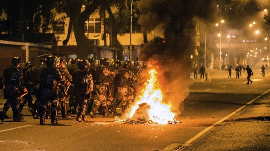Manifestantes entraram em confronto com a polícia perto do Palácio Guanabara, no Rio
