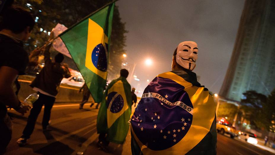 São Paulo - Manifestantes fazem protesto na Avenida Paulista