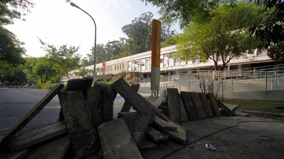 Estudantes ocupam o prédio da FFLCH (Faculdade de Filosofia, Letras e Ciências Humanas) após confronto com a Polícia Militar na noite desta quinta-feira