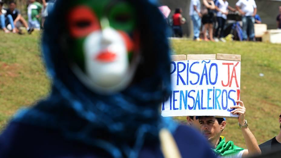 Manifestantes, incluíndo black blocks participaram da marcha de protestos, neste sábado (07), em Brasília