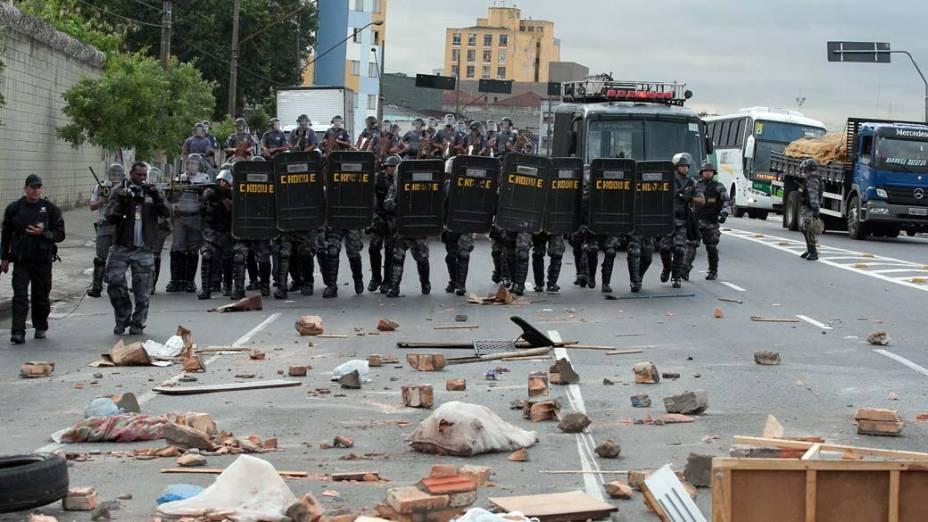 Policiais durante manifestação de camelôs no centro de São Paulo