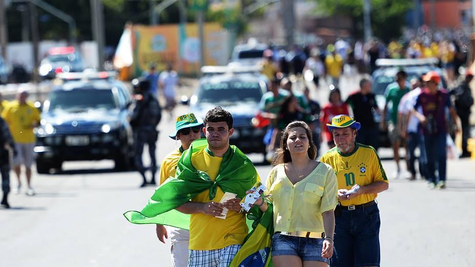 Torcedores chegam com protestos ao Castelão, em fortaleza