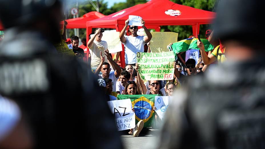 Protesto antes de jogo da seleção em Fortaleza, na Copa das Confederações