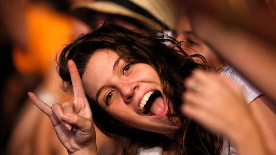 Garota durante o show dos Paralamas do Sucesso e Titãs no palco Mundo, no primeiro dia do Rock in Rio, em 23/09/2011