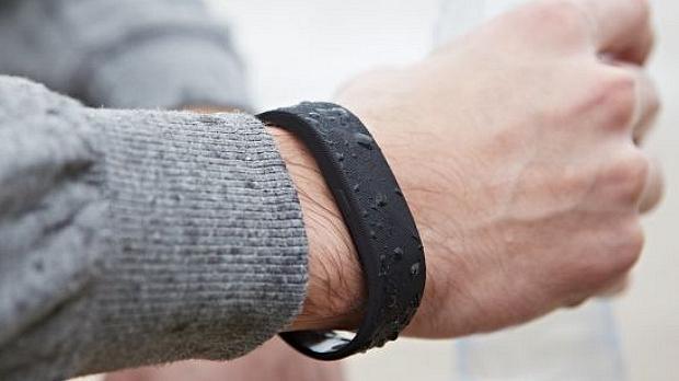 SmartBand, a pulseira inteligente da Sony, permite registrar informações sobre sono e atividades físicas