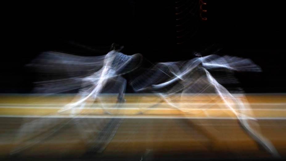 Disputa de esgrima durante qualificação em Catânia, na Itália, para o Campeonato Mundial da modalidade
