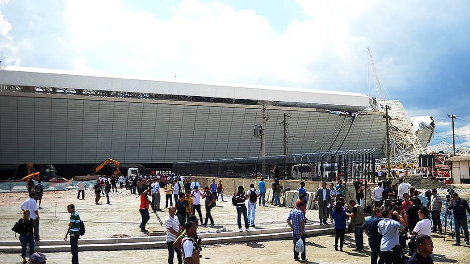 Peça da cobertura do Itaquerão desabou no começo da tarde dessa quarta-feira (27/11)
