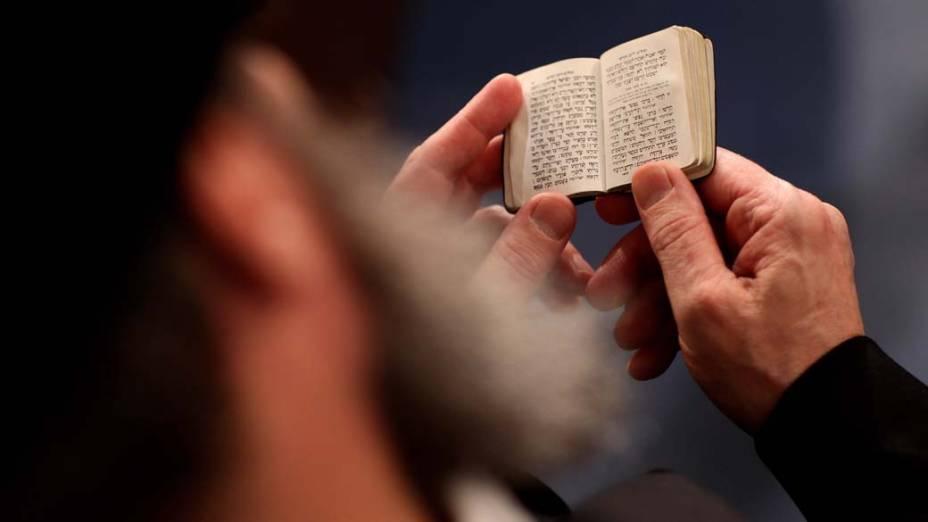 Em Leipzig, na Alemanha, um rabino participa de cerimônia de ordenação