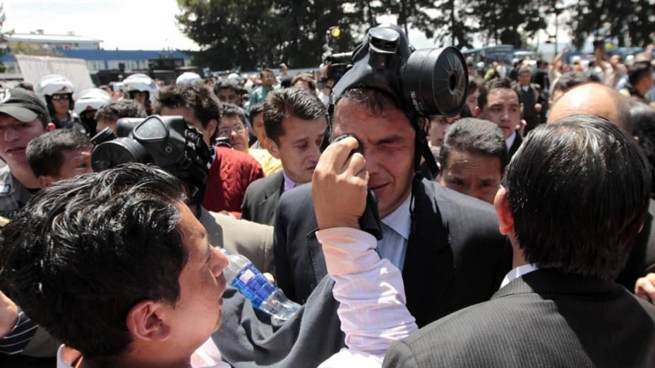 Presidente do Equador, Rafael Correa, foi hospitalizado após protestos em Quito