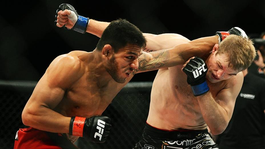 O brasileiro Rafael dos Anjos vence o americano Evan Dunham no UFC Jaraguá do Sul, norte de Santa Catarina