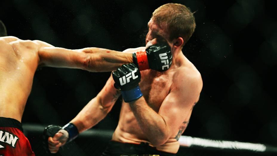 O brasileiro Rafael dos Anjos vence o americano Evan Dunham no UFC Jaraguá do Sul, norte de Santa Catarina Ivan Pacheco